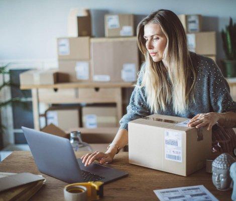 Logistyka w sklepie internetowym – jak przygotować i wysłać towar?
