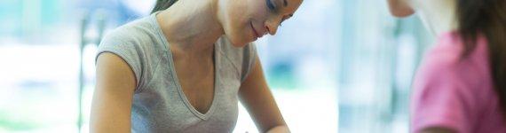 Podpis własnoręczny, elektroniczny czy kwalifikowany? Co warto wiedzieć o podpisywaniu dokumentów online