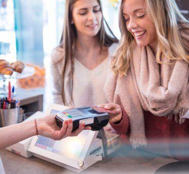 Bank BNP Paribas jako pierwszy w Polsce zaoferuje rozłożenie płatności kartą na raty już w sklepie