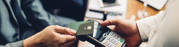 Czym różnią się karty kredytowe od przedpłaconych?