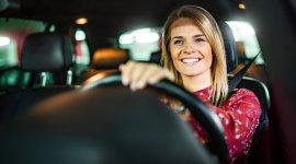 Jeśli potrzebujesz samochodu, do wyboru masz kilka sposobów jego sfinansowania. Standardową formą jest zakup auta za gotówkę, przy wykorzystaniu odłożonych oszczędności.