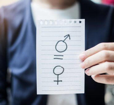 Równi w pracy, ale czy równi w płacy?