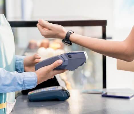 Zegarek zamiast karty lub gotówki, czyli płatność smartwatchem